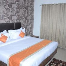 Kyan Clarks Inn Sultanpur in Jharokhas