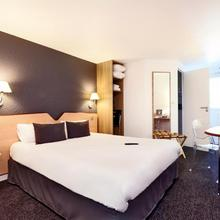 Kyriad Hotel Laval in Laval