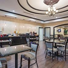 La Quinta Inn & Suites Ft. Worth - Lake Worth in Fort Worth