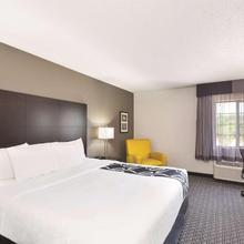 La Quinta Inn & Suites Milwaukee Delafield in Waukesha