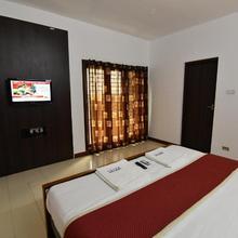 Lake View Hotel in Nagavakulam