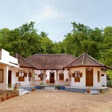 Lake's N Woods Heritage Homestay in Changanacherry