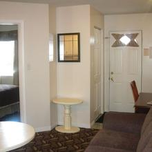 Lakeshore Suites in North Bay
