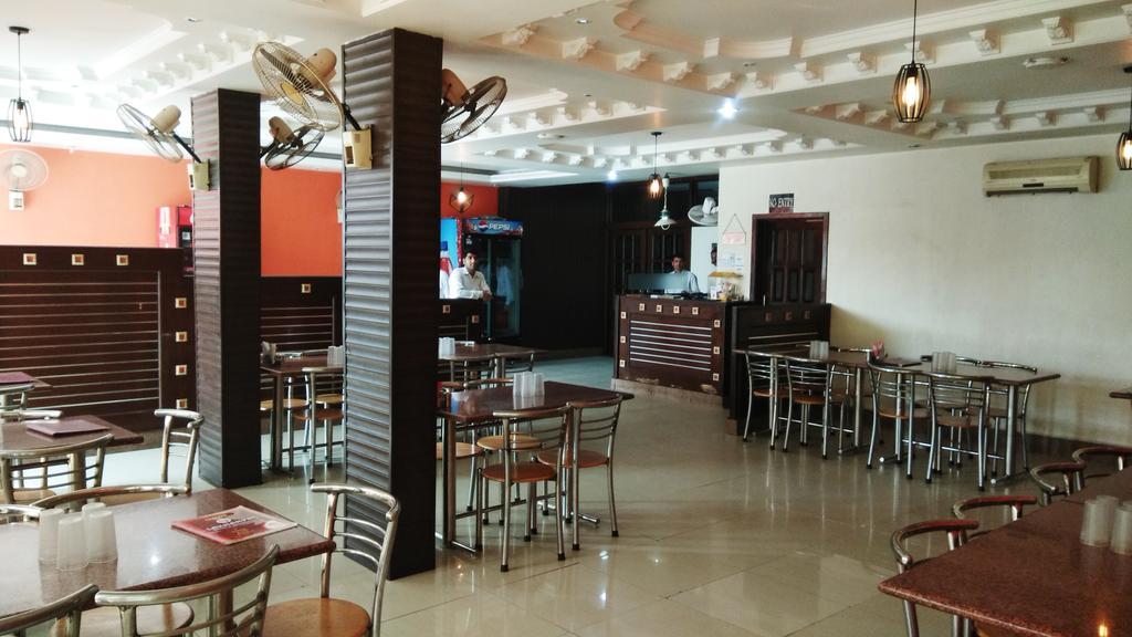 Lakhanpal Hotel & Restaurant in Siwan