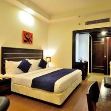Lakshya's Hotel in Bahadrabad