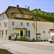 Landhotel Zur Wegelnburg in Lemberg