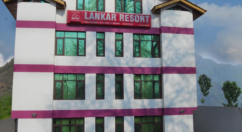 Lankar Resort in Malarpura