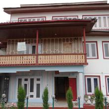 Lassa Bhat Guest House in Moniawar
