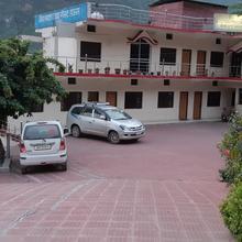 Lata Baba Guest House in Chandrapuri