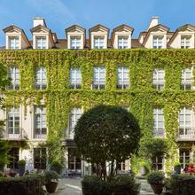 Le Pavillon De La Reine & Spa in Paris