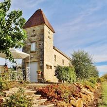 Elegant Holiday Home With Swimming Pool In Monprimblanc in Landiras