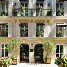 Le Saint Hotel Paris in Paris