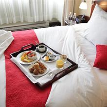 Le Saint-sulpice Hotel Montreal in Montreal