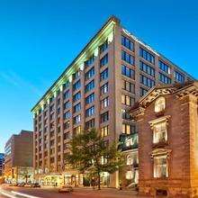 Le Square Phillips Hôtel & Suites in Montreal