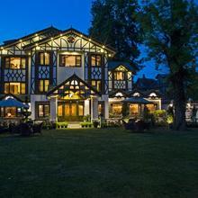 Lemon Tree Hotel Srinagar in Karapur