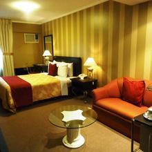 Leon De Oro Inn & Suites in Lima