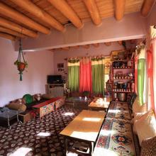 Lhachik Guest House in Leh