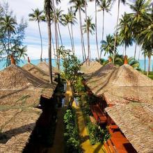 Lipa Bay Resort in Lipa Noi