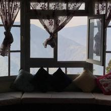 Live Away Home 1 - Darjeeling in Darjeeling