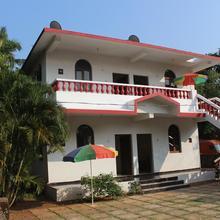Lobo's Guest House in Nerul