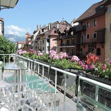Lofts And Lakes Premium in Marigny-saint-marcel