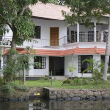 Lovedale Lakeside Homestay in Cherthala