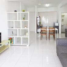 M5 Home Away - Windy Sea View House in George Town