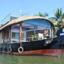 Madhuvahini Houseboat in Kannangad