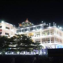 Mahamaya Palace Hotel & Conference Center in Sagarpur