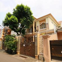 Maharani Guesthouse Tebet Syariah in Jakarta