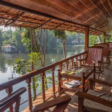 Malayalam Lake Resort in Kumarakom