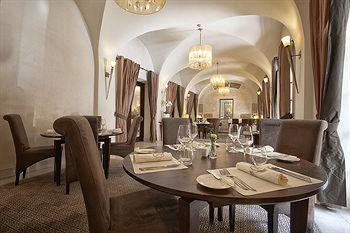 Mamaison Hotel Le Regina Warsaw in Kielpin