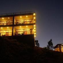 Mammoth's Cliff Jungle Resort Masinagudi in Gudalur