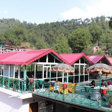 Maple Resort in Chail