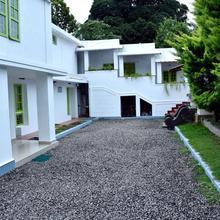 Marayoor Holidays Budget Rom (40 Km away from Munnar) in Kanthalloor