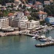 Marina City Hotel in Topola