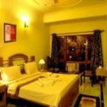 Mayur Hotel in Lal Kuan