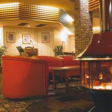 McNevins Gunyah Motel in Warwick
