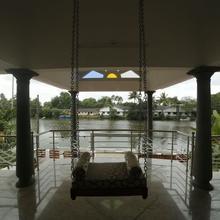 Meenakshi Lakeside Homestay in Kottayam