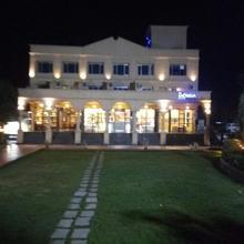 Merida Hotel in Ambivali