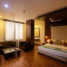 Millionaire Hotel in Dhauj
