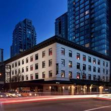 Moda Hotel in Vancouver