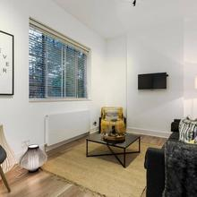 Modern 2 Bed Pad In Notting Hill in Hendon