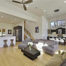 Modern Luxury Dream Home - Downtown Views - Best Location In Austin! in Austin