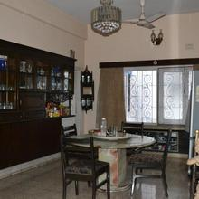 Monorama Guest House in Alipore