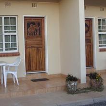 Mosi-O-Tunya Executive Lodge in Victoria Falls
