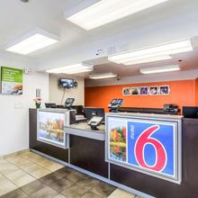 Motel 6 Chicago - Elk Grove in Des Plaines