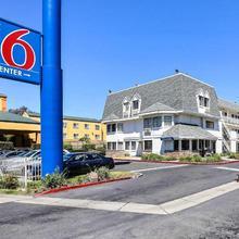 Motel 6 Oakland Airport in Hayward