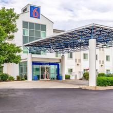 Motel 6 St Louis East-caseyville in Glenview