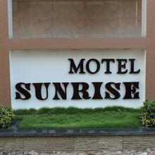 Motel Sunrise in Surat